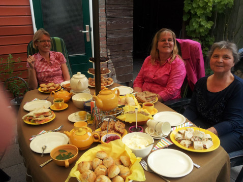 high tea in de tuin
